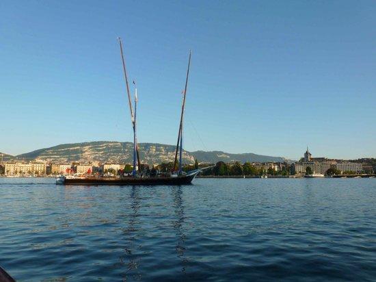 Bains des Paquis: vue direction Genève