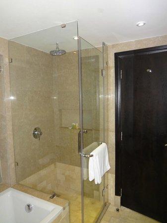The Boma Nairobi: Bathroom (shower)