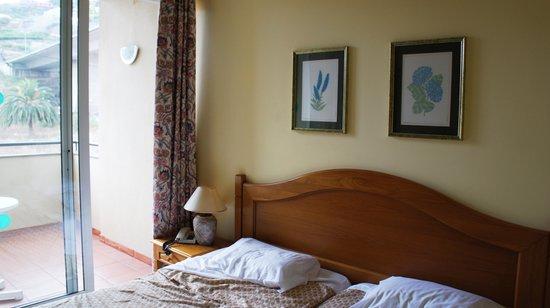 Santa Cruz Village Hotel: Camas
