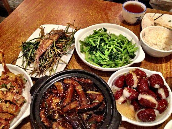 Jian'guo 328 Xiaoguan: Pork belly with quail eggs, duck legs, rice balls in date skins, crispy fish, kai lan,