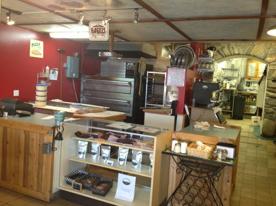 Old Ice House Pizzeria: Front counter of Ice House Pizzeria