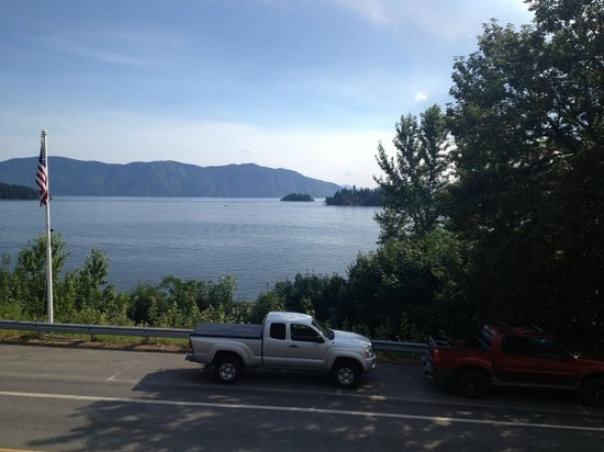 Old Ice House Pizzeria: View of the lake from Ice House Pizzeria's deck