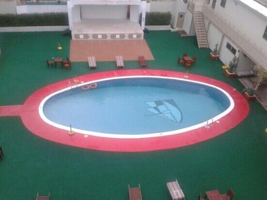Delmon International Hotel : delmon poolside