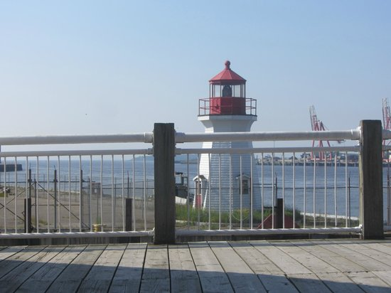 Hilton Saint John: lighthouse near the hotel