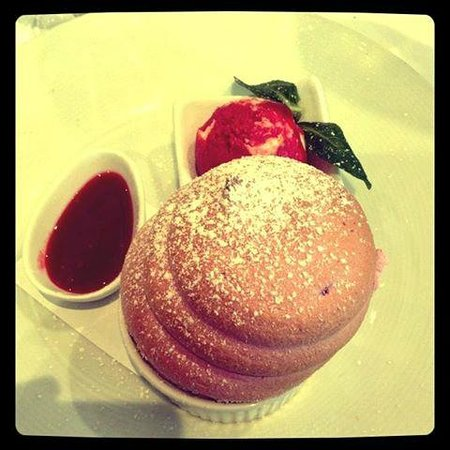 Cafe Lyon: Raspberry Souffle