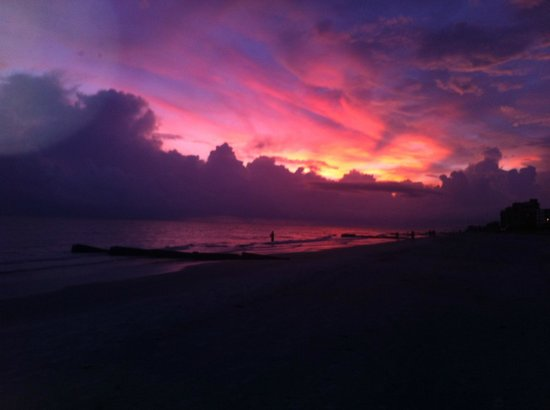 Madeira Vista Condominiums : Beautiful sunset at Madeira Beach