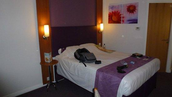 Premier Inn Southend Airport Hotel: nice big  bed