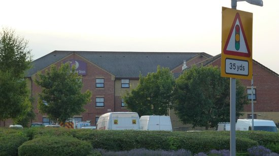 Premier Inn Southend Airport Hotel: outside the hotel