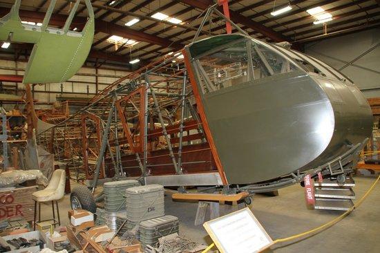 Yanks Air Museum: Restoration area (Waco glider in restoration)