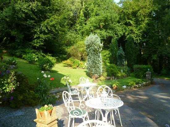 Tan Dinas Country House: Front garden of Tan Dinas