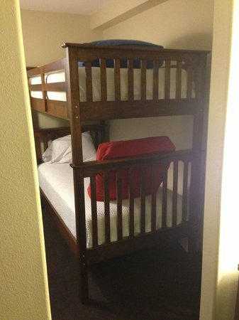 Holiday Inn Express Deer Lake: Bunk Beds