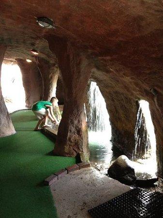 Pirate's Cove : inside a pirate cave!