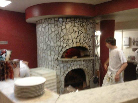 Lucio Pizzeria : oven