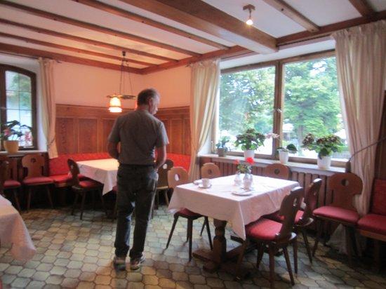 Hotel Burgmeier: welcoming entrance