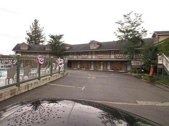 Fireside Lodge: parking lot