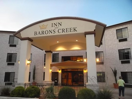 Inn on Barons Creek : The front of the hotel looked nice!
