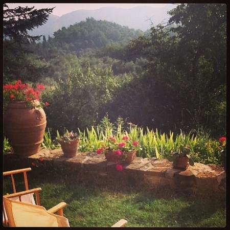 Porcigliano Bed and Breakfast: view from te garden