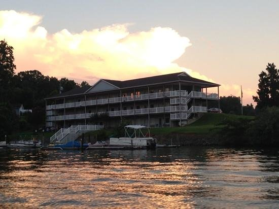 Westlake Waterfront Inn : westlake at sunset