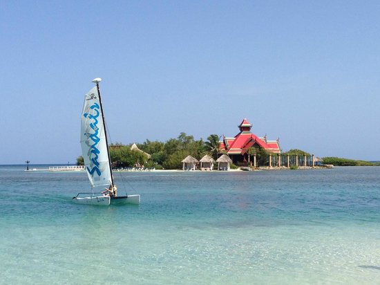 Sandals Royal Caribbean Resort and Private Island : Private Island and Hobie Cat