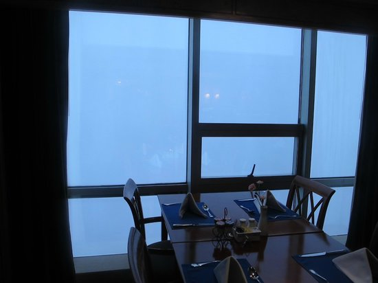 Crowne Plaza Qingdao: club lounge view, 8am in morning smog