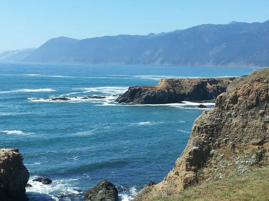 Inn of the Lost Coast: A beautiful afternoon just outside the hotel