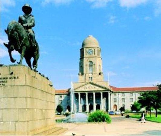 Museum Mall : City Hall Pretoria with Museum