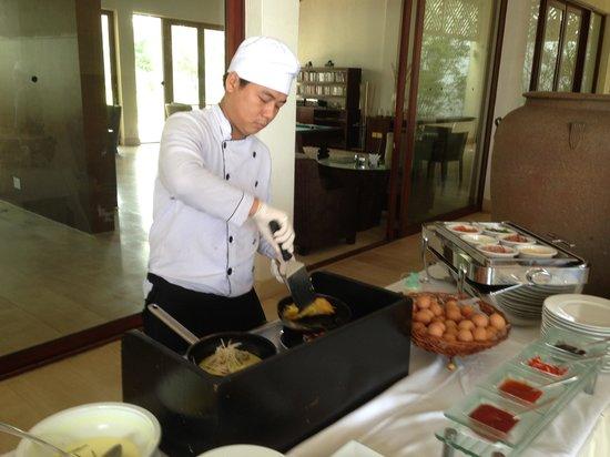 Princess D'An Nam Resort & Spa: Banh xeo (pancake) station on breakfast buffet
