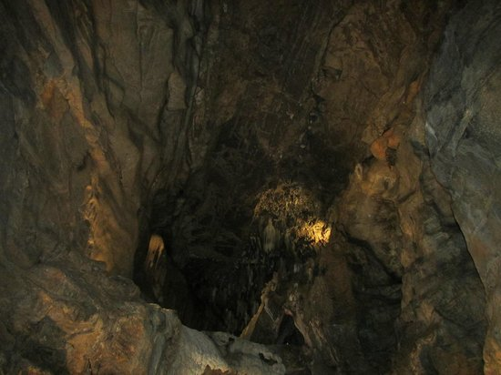 Indian Echo Caverns: Flowstone and formations