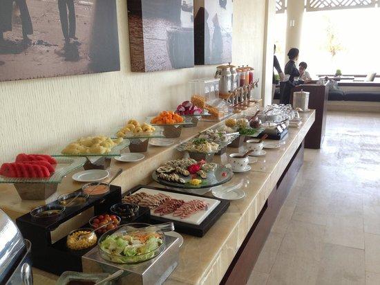Princess D'An Nam Resort & Spa: Breakfast buffet in addition to the a la carte menu
