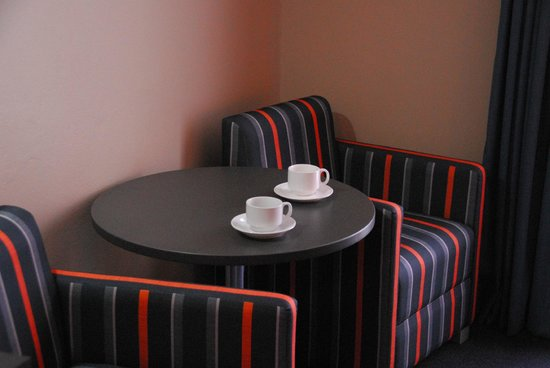 Sands Hotel: Relax with a cup of tea or coffee  - supplied in your room