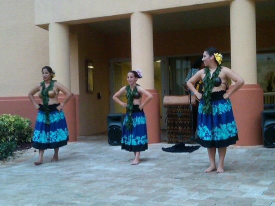 Wyndham Palm-Aire: Hula dancers