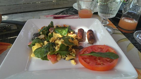 Casa Grandview: Veggie scramble w/ turkey sausage links
