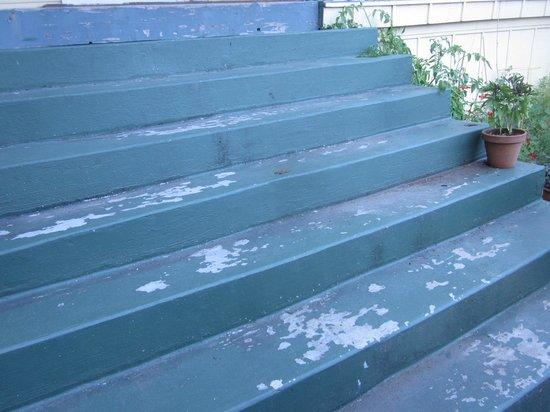 Bed and Breakfast Inn Seattle: peeling paint