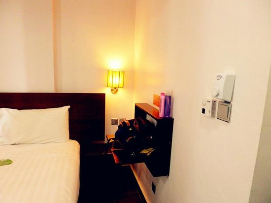 Tune Hotel Waterfront Kuching: Folded table for you to place your things