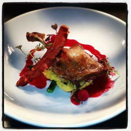 Fleurs Restaurant: Twice cooked duck with rasberry balsamic reduction