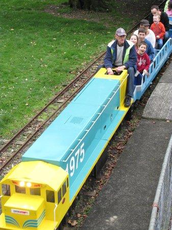 Victoria Esplanade Gardens: Esplanade Miniature Railway