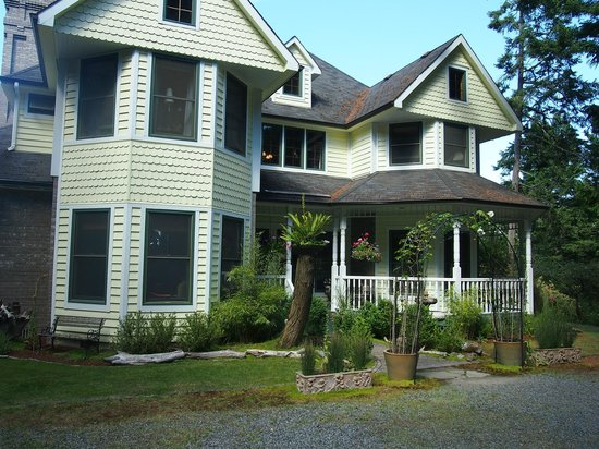 Wildwood Manor Bed and Breakfast: First Impression