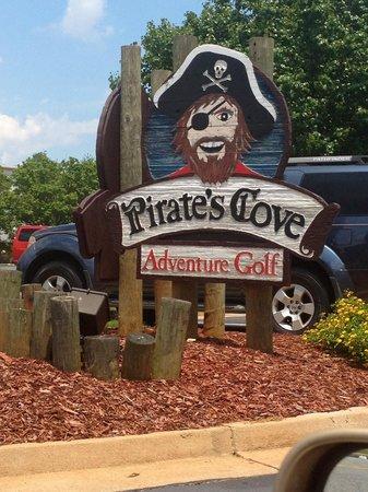 Pirate's Cove Miniature Golf: Entrance