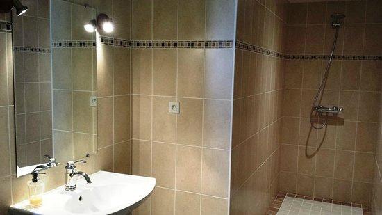 Charm'Attitude: La salle de bains de la chambre
