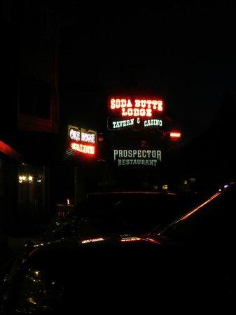 Soda Butte Lodge : Soda Butte at Night