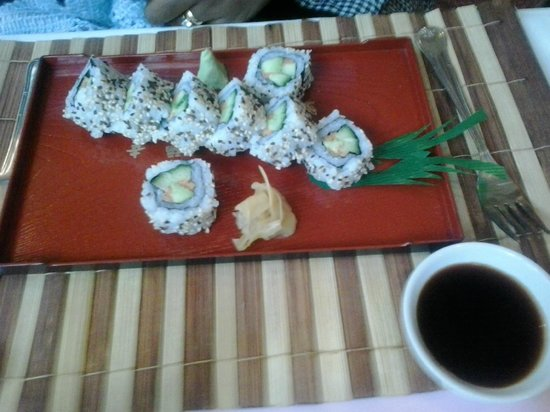 Four Seasons Restaurant: vegetarian sushi rolls - excellent!