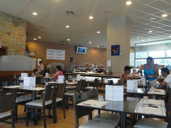 Buffet La Riera: Comedor