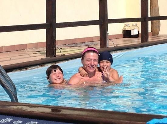 Ninna Nanna: divertimento in piscina