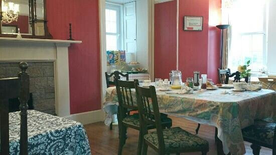 The Farmhouse Bed and Breakfast: dining room