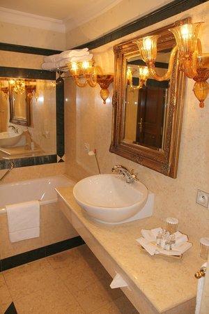 Arcadia Hotel: Bathroom (room 35)