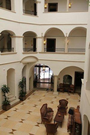 Arcadia Hotel: Foyer