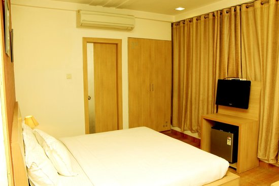 Hotel Crown Palace Allahabad: Deluxe Room