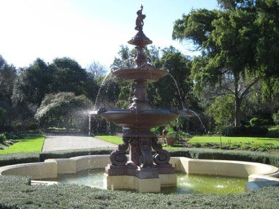 Adelaide Botanic Garden: Adelaide Botanical Garden Fountain