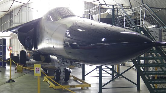 Queensland Air Museum: Have a look inside an F111