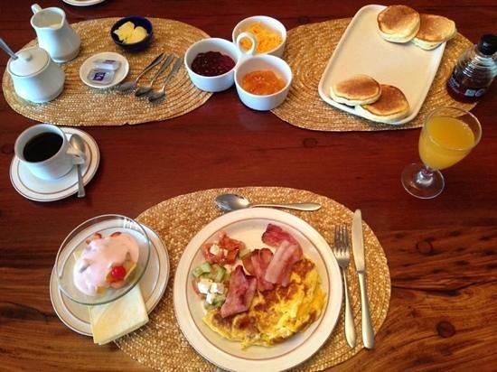 Nell's B & B: Breakfast.